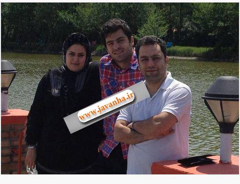 عکس علی ضیا همراه با مادر و خواهرش